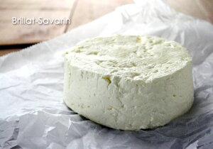濃厚なクリームに酸味と塩気が融合したフレッシュチーズブリヤ・サヴァラン(ブリヤサヴァラン)...