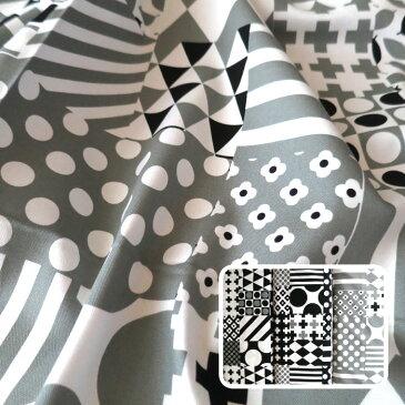 【エントリーでP10倍 2/1(9:59)まで】モノクロ幾何学パッチワーク風 綿100% オックスプリント生地 (10cm単位) 14700-72 (ネコポス可)