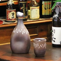 可口的水、 燒酒、 清酒、 長崎陶瓶! 感覺到不同的味道。 陶瓷儲物罐 / 燒酒伺服器 / 保存瓶 / 伺服器 [ss-0070] 陶器