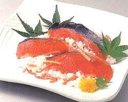 【送料込】北海道の紅鮭飯寿司(いずし) 1kg【冷凍便】【発送は10月下旬〜3月中旬】【お歳暮】