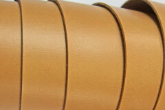 表面はフラットでプリントがかかっておりバッグの付属などに使われています。合皮生地 バンシ...