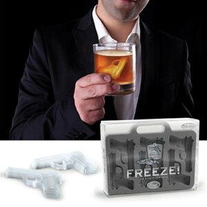手のひらサイズのピストル!?FREEZE ! HANDGUN ICE TRAY/フリーズ ハンドガン アイストレー製...