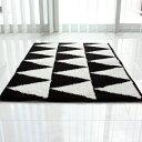 【BLACK&WHITE TRIANGLE KITCHIN MAT】北欧 モノトーン 白黒 シマシマ ストライプ ボーダー【白...