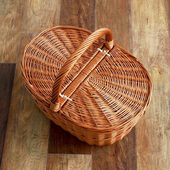 放射線状に編まれたふたは、艶やかで美しい作りです。丈夫な作りなので、経年変化を楽しみながら長く愛用できます。