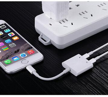 送料無料iOS12対応iPhoneイヤホン変換アダプタ