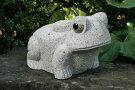 【送料無料】御影石のカエル【ベージュ色】玉砂利や庭石の上にピッタリです♪【カエルの置物】