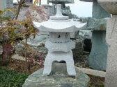 【送料無料】雪見燈籠(1尺・角型)【御影石】日本庭園の定番商品!!こちらのサイズは坪庭や玄関まわりなどにピッタリです♪