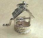 開運願うお守りに!スターリングシルバー925イギリス製シルバーチャームNo.064「幸運の井戸」☆運よく、首尾よく、幸せ溢れるの意味!ハンドルがくるくる回ります♪ネックレス・ストラップ・ピアスに!