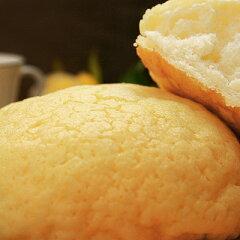これぞ究極のメロンパン!水は1滴も使用していません!『北海道牛乳100%贅沢メロンパン』外は...