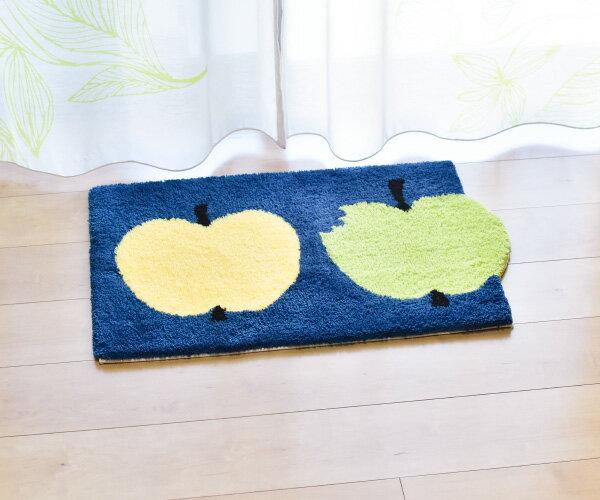 同じく「FINlayson」の北欧風のリンゴをモチーフとしたキュートなデザインが素敵な玄関マット「OMPPU」。 リンゴの愛称である「OMPPU」のデザインは1972年に発表された作品を、リニューアルされ、かじられたリンゴやマットから飛び出したようなリンゴがユニークで、玄関が明るくなりそう。
