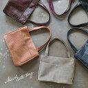 バッグ シックなメッシュ風デザインで、上品な大人の装いに。編み込み風型押し合皮多収納トートバッグレディース/鞄/フェイクレザー/合皮/肩掛け/手提げ/A4