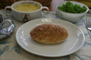 【焼きカレーパン】生地は薄め、程よい辛さのノンフライカレーパン。おいしさとヘルシーさがウ...