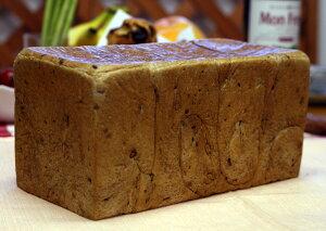 ロハス 五穀食パン(1斤) 冷凍 ミネラル成分が豊富な五穀をたっぷり生地に練り込みました。生地はフレッシュバターなど厳選素材を使用しています(1斤約380g)