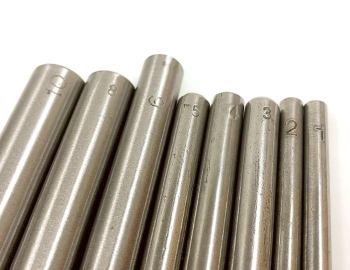 ■ 穴あけポンチ 穴径2mm 1本入り 厚い生地に 鋼製 品質アップ ベルトに