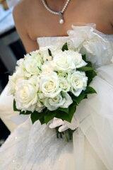 《ウェディングブーケ》ウェディングブーケお作りいたします。◆◆◆シルクフラワー(造花)白バ...