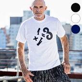 1PIU1UGUALE3RELAX(ウノピゥウノウグァーレトレ)1+1=3ワッペンTシャツ(ブラック/ホワイト/ネイビー)
