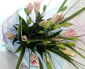 ユリとグリーンの花束【生花 花束】フラワーギフト 花の贈り物 生花 花の贈り物 誕生日 母の日 父の日 出産祝 内祝い ...