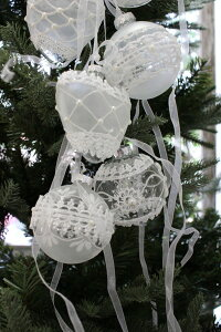 X'mas♪♪ホワイトグラス&リボン(オーナメントボール)オブジェクリスマスディスプレイシャビーシックフレンチカントリーアンティーク雑貨輸入雑貨antiqueshabbychic