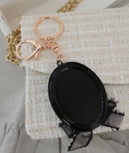 チャームプレートのキーホルダー・バッグチャームモノトーンカメリアヨーロピアン雑貨輸入雑貨アンティーク雑貨姫系アンティーク風