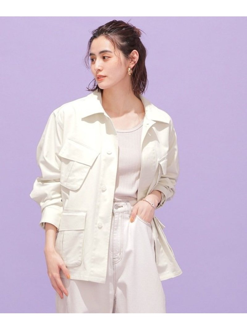 旬のオーバーサイズなシルエットが抜け感漂うシャツジャケット。リサイクルポリエステル糸を使用し、環境への配慮もなされたアイテムです。