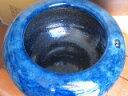 信楽ネイビーブルー火鉢、13号 W390×H270ネイビーブルー(オリジナル)今は懐かしい火鉢です。その中に和と洋の要素を取り入れ他には無い物です。御使用の仕方によっては、素晴らしい空間が産み出される事と思います。
