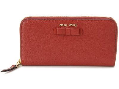 20代女性に似合う「ミュウミュウ」の長財布