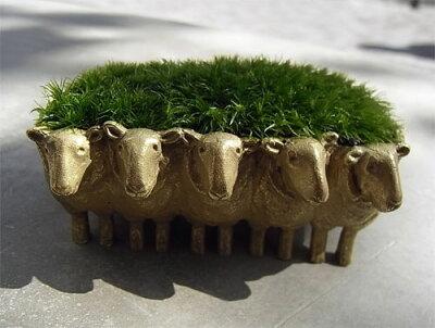 ヒツジが1匹、ヒツジが2匹...苔盆栽ひつじ真鍮製/アラハシラガゴケ