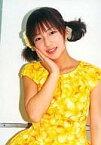 【中古】生写真(ハロプロ)/アイドル/モーニング娘。 モーニング娘。/辻希美/上半身・衣装黄色・花柄・右手顔・背景白・枠無し/モーニング娘。Summer&Autumn Tour 2000/公式生写真