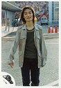 【中古】生写真(ジャニーズ)/アイドル/SMAP SMAP/草なぎ剛/膝上/グレーの上着/背景野外/SMAP公式生写真【タイムセール】 - ネットショップ駿河屋 楽天市場店