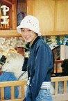 【中古】生写真(女性)/アイドル 広末涼子/膝上/白帽子/背景犬