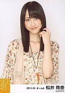 【中古】生写真(AKB48・SKE48)/アイドル/SKE48 松井玲奈/バストアップ・左手髪、・花柄ワンピース/公式生写真/2011.10