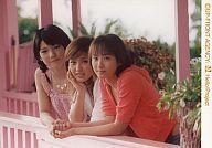 【中古】生写真(ハロプロ)/アイドル/モーニング娘。 モーニング娘/3人・横型・腰上・左から道重、石川、藤本・藤本オレンジのパーカー/公式生写真