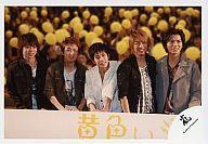 【中古】生写真(ジャニーズ)/アイドル/嵐 嵐/5人/横型・上半身・目線右・笑顔・「黄色い涙」完成披露記者会見/公式生写真