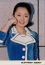 【中古】生写真(ハロプロ)/アイドル/モーニング娘。 モーニング娘。/紺野あさ美/上半身・背景石の壁・右手グー頬・衣装青・右手首にパールのアクセサリー/公式生写真