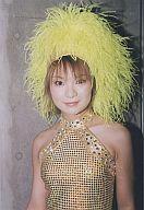 【中古】生写真(ハロプロ)/アイドル/モーニング娘。 モーニング娘。/保田圭/衣装金、被り物黄色・バストアップ・背景コンクリート/公式生写真