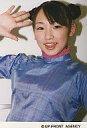 【中古】生写真(ハロプロ)/アイドル/モーニング娘。 モーニング娘。/加護亜依/バストアップ・衣装紫・右手パー・背景白/公式生写真