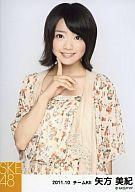 【中古】生写真(AKB48・SKE48)/アイドル/SKE48 矢方美紀/花柄ワンピース・口元に指/2011.10/公式生写真