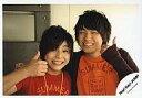 【中古】生写真(ジャニーズ)/アイドル/Hey!Say!JUMP Hey!Say!JUMP/山田涼介・伊野尾慧/横型・バストアップ・笑顔・親指立て/公式生写真