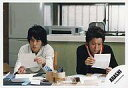 中古生写真ジャニズアイドル嵐 嵐二宮和也・大野智横型・テブル・手に紙公式生写真タイム
