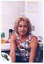 【中古】生写真(男性)/アイドル/SMAP SMAP/香取慎吾/上半身・タンクトップ・椅子に座り・カメ...