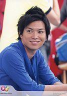 【中古】生写真(ジャニーズ)/アイドル/NEWS NEWS/加藤シゲアキ/バストアップ・座り・衣装青・目線左・口開け「Johnny's web」/公式生写真