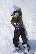 【中古】生写真(男性)/アイドル/ON/OFF ON/OFF/坂本直弥/横型・全身・スノーウェアカーキ色・ズボン黒・スノーボード・ニット帽・サングラス・背景雪・右手ピース・ポストカードサイズ/公式生写真