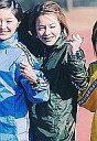 【中古】生写真(ハロプロ)/アイドル/モーニング娘。 モーニング娘。/中澤裕子/上半身・衣装カーキ色・隣に市井紗耶香・枠無し/公式生写真