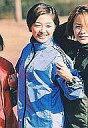 【中古】生写真(ハロプロ)/アイドル/モーニング娘。 モーニング娘。/市井紗耶香/上半身・衣装青・隣に中澤裕子・枠無し/公式生写真