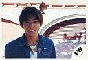 【エントリーでポイント10倍!(9月26日01:59まで!)】【中古】生写真(ジャニーズ)/アイドル/V6 V6/三宅健/横型・バストアップ・衣装青・ネックレス・背景ガレージ/公式生写真