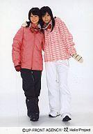 【中古】生写真(ハロプロ)/アイドル/Hello! Project Hello! Project/菅谷梨沙子・矢島舞美/全身・衣装ピンク・チェック柄のスキーウェア・ズボン黒・白・笑顔・ゴーグル/公式生写真