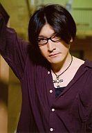 【中古】生写真(男性)/俳優 湯澤幸一郎/衣装紫・上半身・眼鏡/ミュージカル DEAR BOYS画像