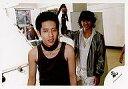 中古生写真ジャニズアイドル嵐 嵐二宮和也・櫻井翔横型・上半身・二宮タンクトップ・首にひも公式生写真タイム