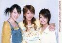 【中古】生写真(ハロプロ)/アイドル/カントリー娘。 カントリー娘。/みうな・あさみ・里田まい/横型・上半身・衣装白・ベージュ・黄色・肩組み/公式生写真