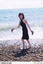 【中古】生写真(女性)/女優 白石美帆/全身・衣装黒・両手靴・背景海・ポストカードサイズ/DVD「LONDON CALLING」特典